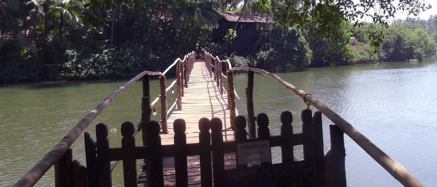 Brücke über das Wasser