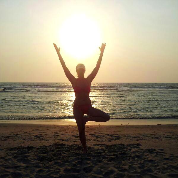 yoga asana Sonnenuntergang ozean