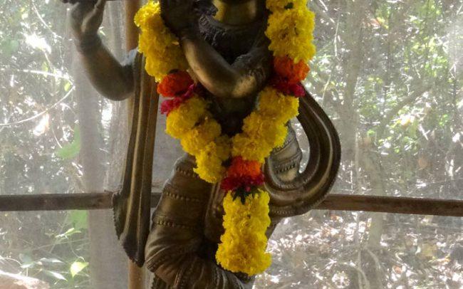 indischer Gott Krishna mit Flöte, Statue Messing
